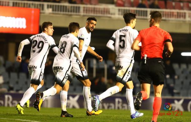 Álex Pérez celebra su único tanto hasta la fecha con la elástica del Sporting // Imagen: La Liga
