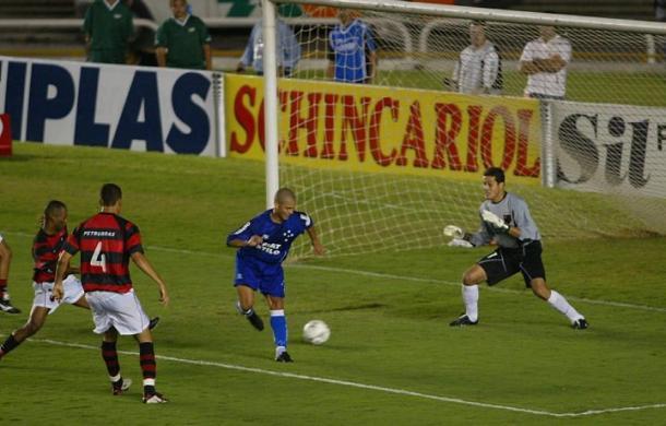 De letra, Alex abre o placar no Maracanã; gol calou mais de 75 mil rubro-negros presentes no estádio | Foto: Reprodução/Internet