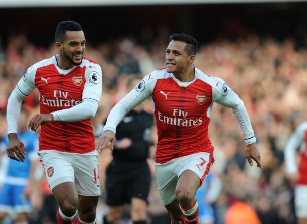 Alexis y Walcott celebran uno de los goles ante el Bournemouth | Fotografía: Arsenal