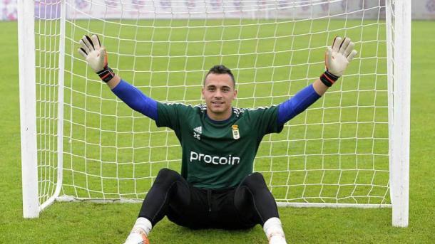 Alfonso Herrero posa antes de un entrenamiento. Imagen; Real Oviedo