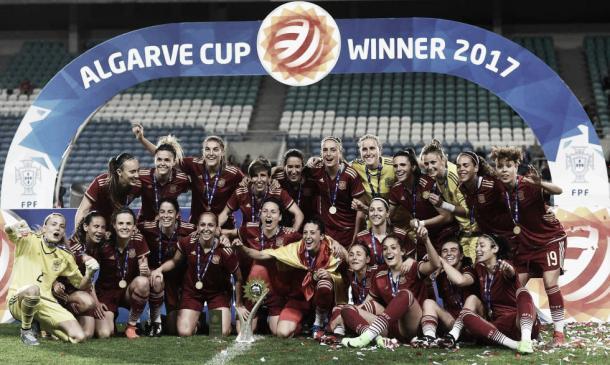 Las chicas de la Seleccion Españolas como campeonas del Algarve Cup 2017 | Foto: RFEF