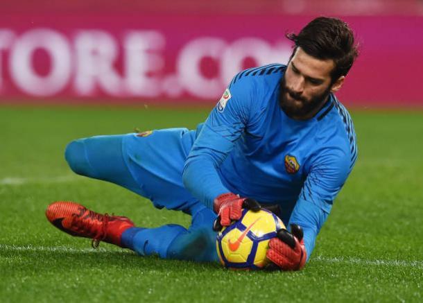 Seguro: Alisson vem sendo um dos melhores goleiros do mundo na atualidade (Foto: Giuseppe Bellini/Getty Images)