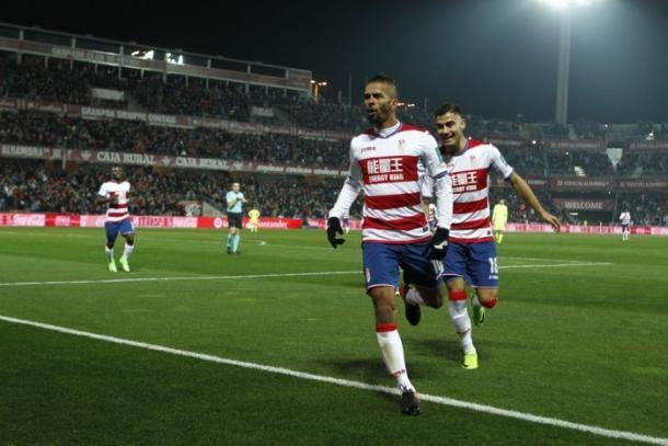 Carcela celebra su gol junto a Pereira | Foto: Antonio L. Juárez