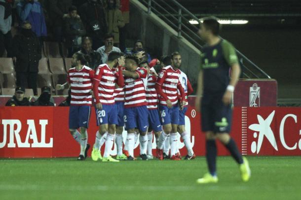 Los jugadores del Granada CF celebran un gol al Sporting | Foto: Antonio L. Juárez