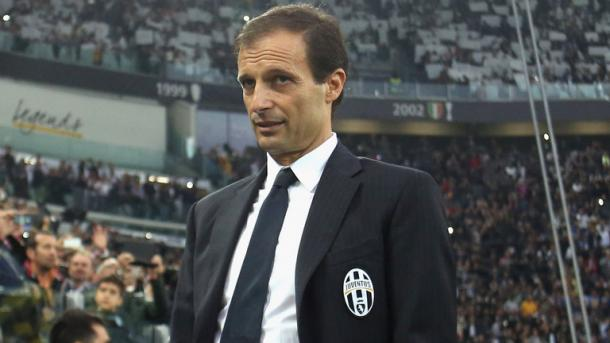 Allegri turns to bench during match | Photo: skysports.com