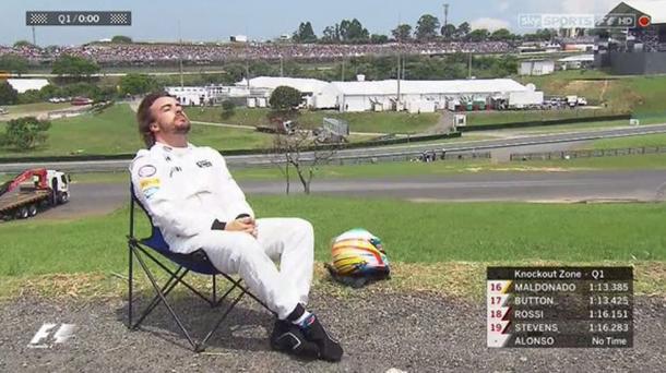 Alonso tomando el sol en Brasil | Foto: Fórmula 1