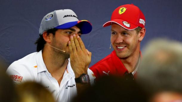 Sainz y Vettel en una rueda de prensa. Foto: F1