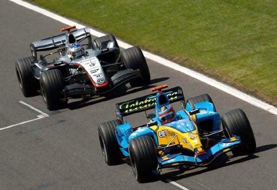Fernando Alonso (5) y Kimi Raikkonen (9) en la temporada 2005 | Fuente: Wikipedia