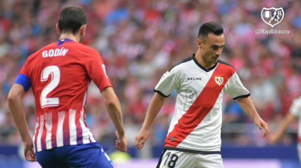 Álvaro García ante el Atlético de Madrid | Fotografía: Rayo Vallecano S.A.D.