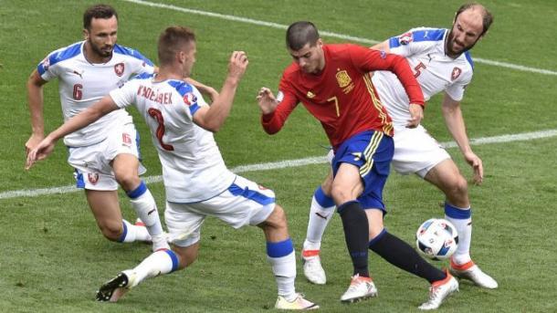 La cooperativa ceca contro Alvaro Morata. Foto: okdiario.com