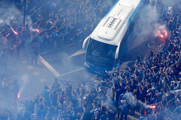 Recibimiento del autobús antes del Real Oviedo-Cádiz | Foto: oviedin.com