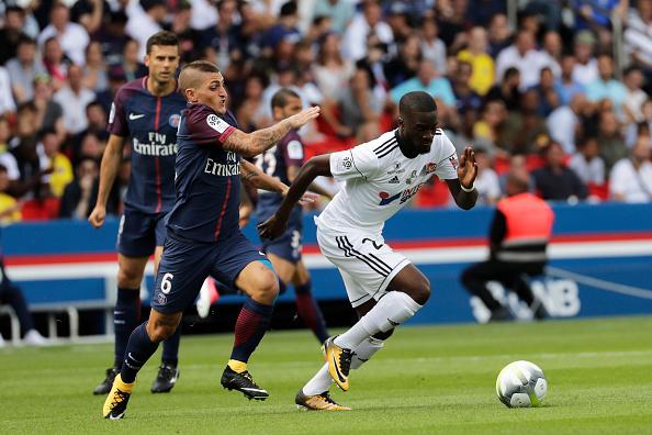 Posicionamento tático do Amiens acabou não sendo páreo para um desacostumado PSG (Foto: Thomas Samson / AFP via Getty Images)