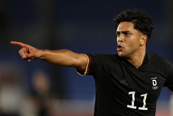 Nadiem Amiri animando a sus compañeros luego del gol / foto: @DFB_Team