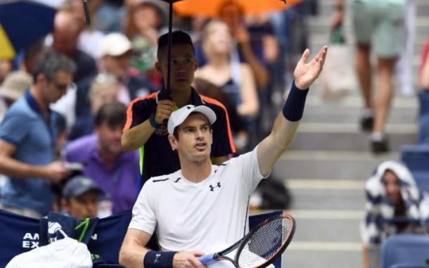 Andy Murray reacts as rain interrupts the play against Kei Nishikori. | Photo: US Today