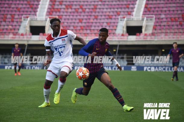 Imagen de Ansu Fati con Minolien en el partido Barça-Lyon. FOTO: Noelia Déniz