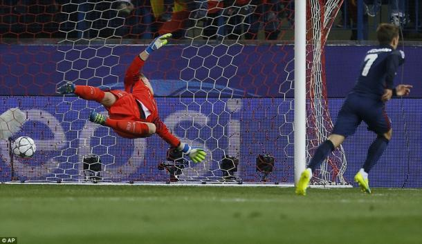 Griezmann wheels away after heading in the opener (photo: AP)