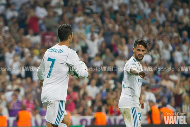 Cristiano celebra con Isco un gol ante el APOEL   Foto: Dani Nieto (VAVEL).