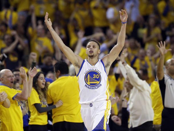 Curry anotou mais de 30 pontos nos dois jogos em Cleveland (Foto: Divulgação/NBA)