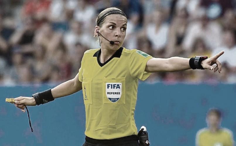 Stéphanie Frappart hará historia en el duelo inaugural   Foto: UEFA