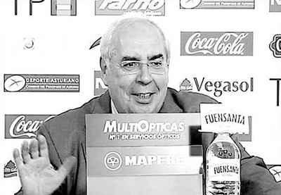 Vicente Álvarez Areces, ex Presidente de todos los asturianos, en la sala de prensa de El Molinón en 2009 | Foto: joseovd1926.blogspot.com