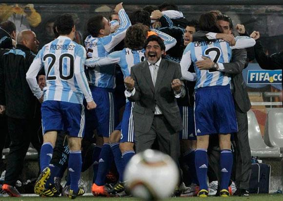 Maradona y los suyos (foto:cubadebate)