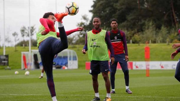 Alli, Sterling e Rashford (Foto: Divulgação/English Team site oficial)