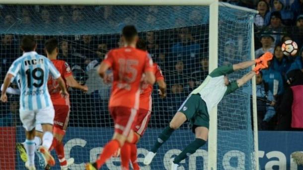 Armani salvando el arco contra Racing (Foto: Goal).