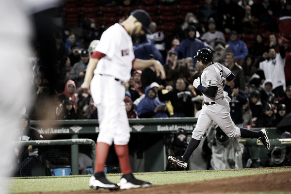 Alex Rodriguez (right) rounds third base after his home run in the third inning. (Source: Adam Glanzman/Getty Images North America)