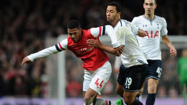 Gnabry escapes the challenge of Dembele. | Source: Arsenal