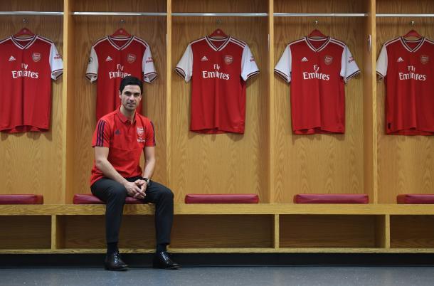 Mikel Arteta en el vestuario del Arsenal   Fuente: @Arsenal (Twitter)