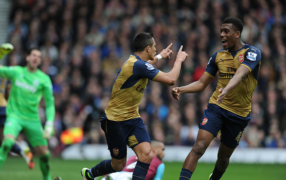 Sánchez (centre) celebrates doubling Arsenal's lead with Iwobi. | Photo: Getty