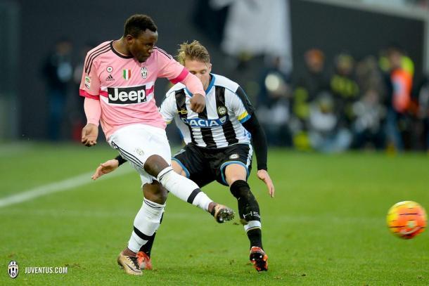 Asamoah in azione contro la sua ex squadra, l'Udinese. (fonte immagine: Juventus.com)