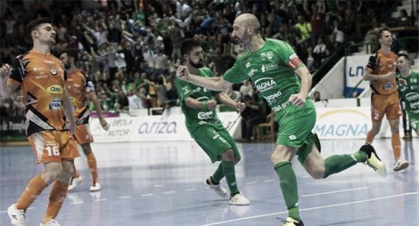 Eseverri celebra el definitivo gol ante Aspil | Foto: LNFS