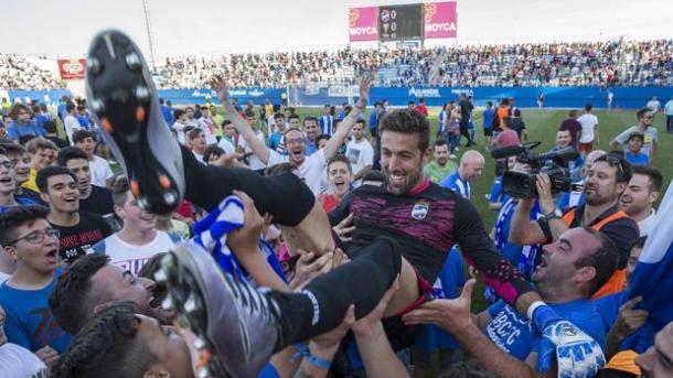 Afición y jugadores celebran el ascenso. Foto: Lorca FC