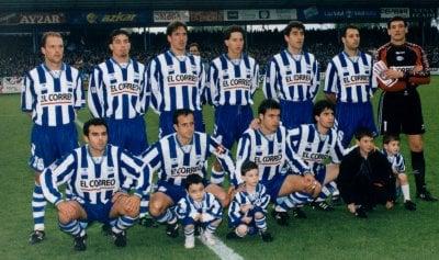 Una de las alineaciones habituales del equipo albiazul, con Sívori. Fuente: sotanodelfutbol.blogspot.es