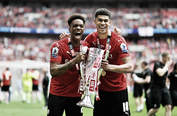 United's Ashley Fletcher (right) celebrates winning last season's Football League trophy whilst on loan at Barnsley | Photo: Justin Setterfield/ Getty