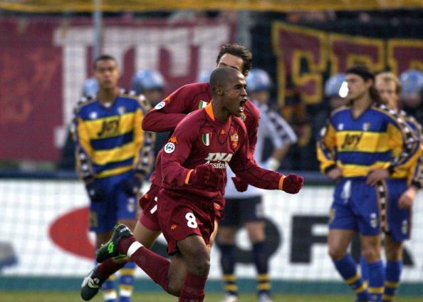Marcos Assunção chegou à Roma na temporada 1999/00, deixando o clube após o fim de 2001/02 (Foto: Grazia Neri/Getty Images)
