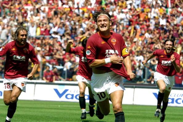 Vibração de Totti com título de 2000/01 entrou para a história e Assunção relembra a conquista com carinho (Foto: Gabriel Bouys/AFP)