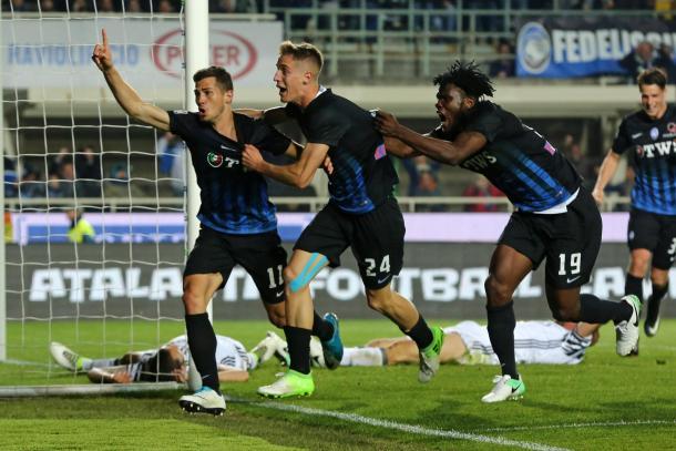 I bergamaschi esultano dopo il pareggio di Freuler all'ultimo minuto contro la Juventus