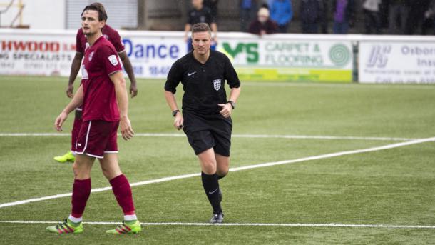 Ryan Atkin durante un partido | Foto: Sky Sports