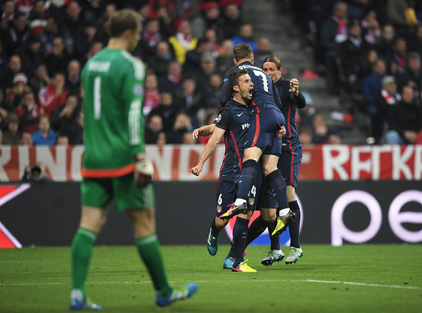 Griezmann, comemorando junto a seus companheiros, marcou o gol da classificação do Atletico na última Champions (Foto: Matthias Hangst/Bongarts/Getty Images)