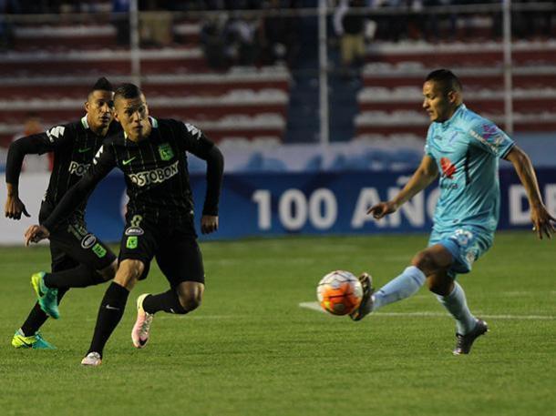 Nacional hizo un partido inteligente y logró un empate en La Paz.   Foto: EFE
