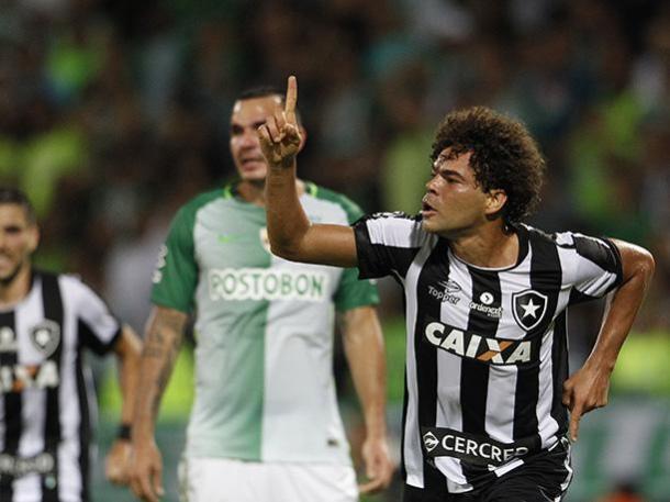 Camilo anotó el primer gol en partidos oficiales en los en los enfrentamientos entre ambos clubes .| Foto: EFE