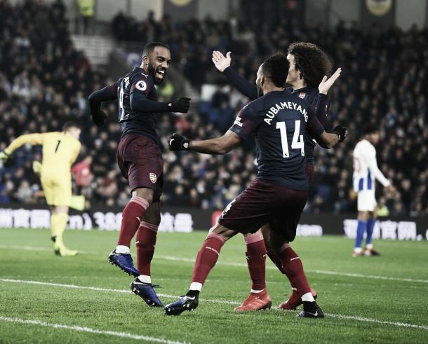 Aubameyang comemora o primeiro gol do jogo (Reprodução / Arsenal)
