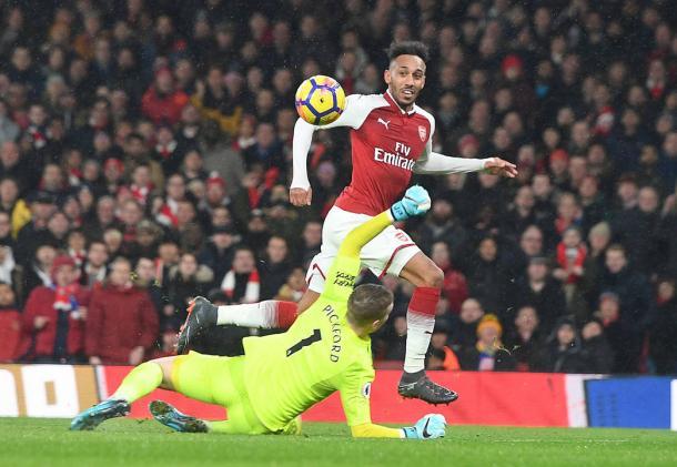 Aubameyang en el momento de anotar gol ante el Everton | Fotografía: Arsenal
