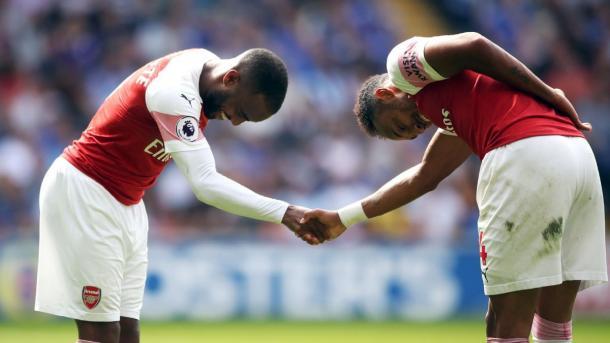 Lacazette y Aubameyang celebran un gol ante el Cardiff | Fotografía: Arsenal