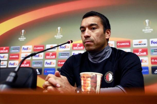 Van Bronckhorts en rueda de prensa. Foto:Feyenoord.
