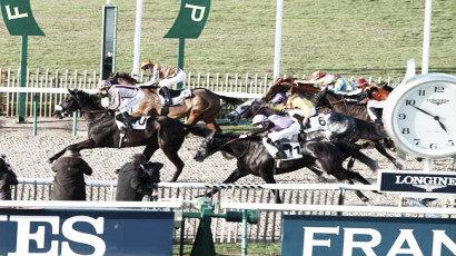 Ioritz Mendizabal y Louvain, segundos, en una de las llegadas más ajustadas del día 16 de febrero en Chantilly. / Fuente: zeturf.