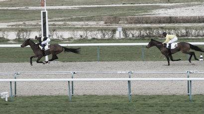 Kodiak West entrando segundo en su última actuación en el Hipódromo de Deauville. / Fuente: zeturf.