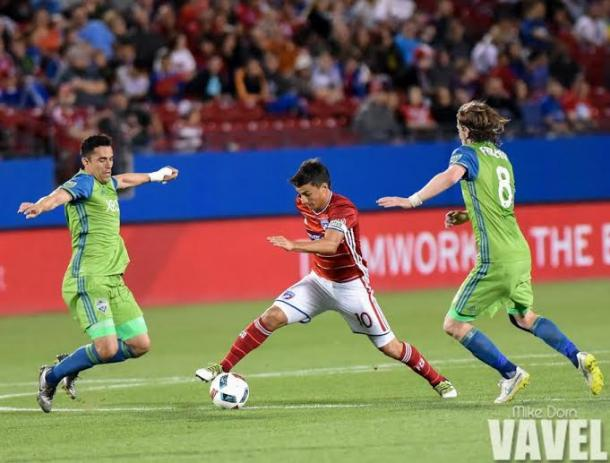 Dallas' Mauro Diaz dribbling past two Sounders' players on Saturday at Toyota Stadium. Photo provided bi Mike Dorn-VAVEL USA.